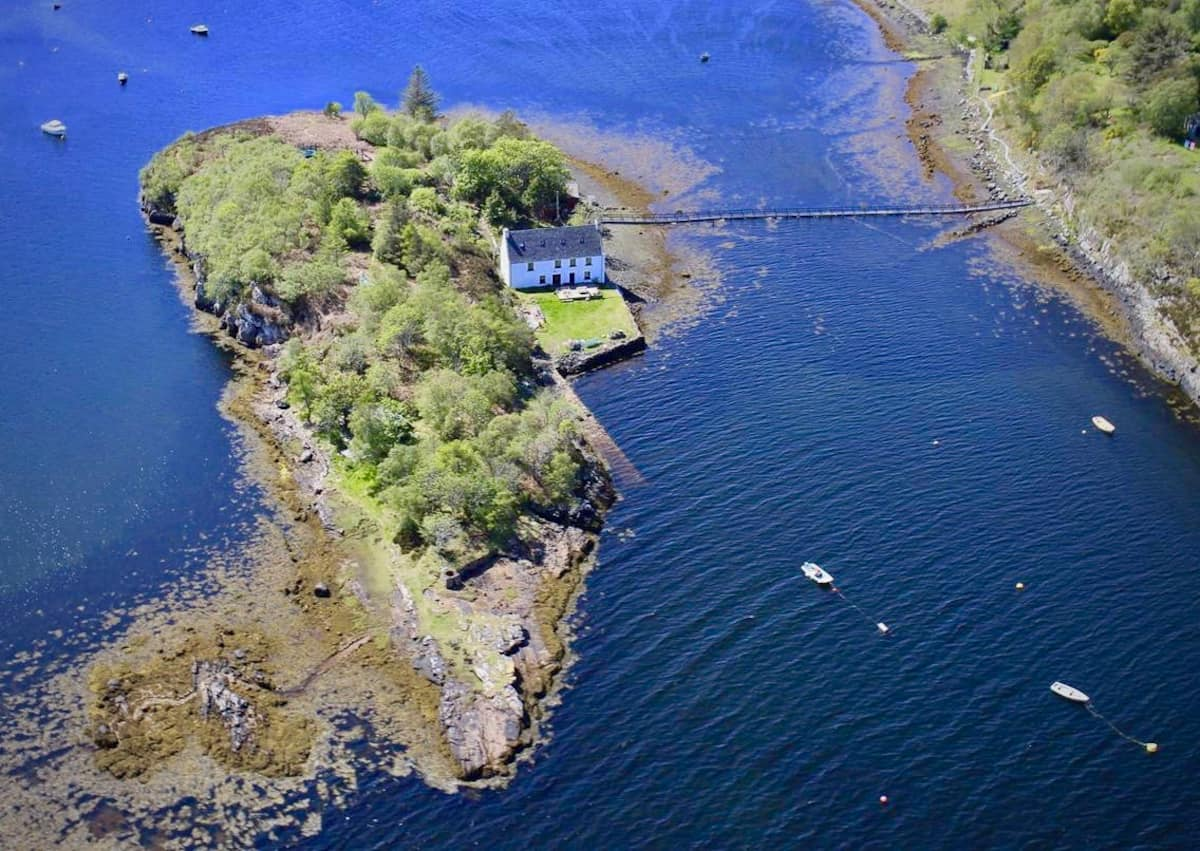 Unique Airbnb in Scotland - The Otter House