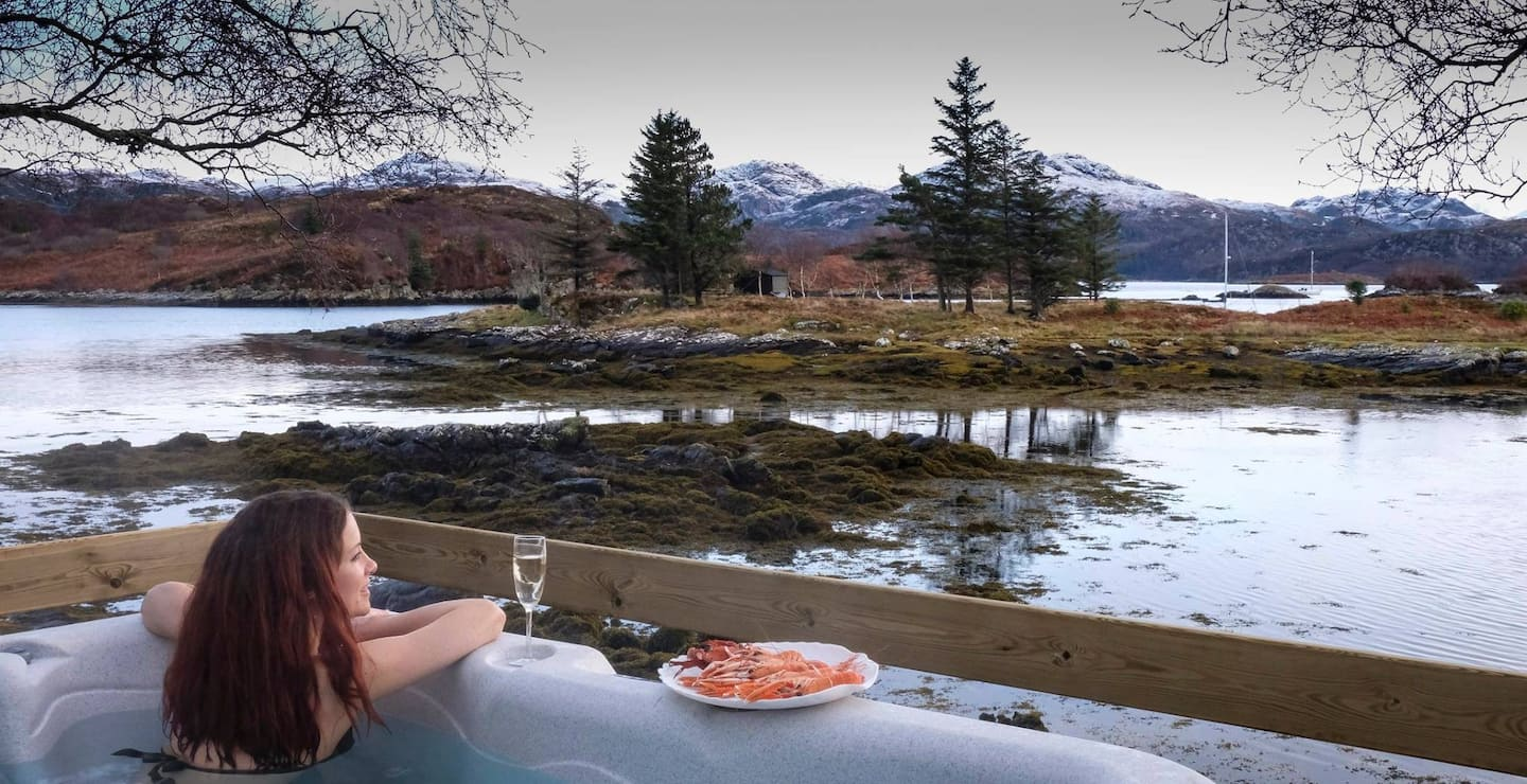Unique Airbnb in Scotland - The Otter House Hot Tub