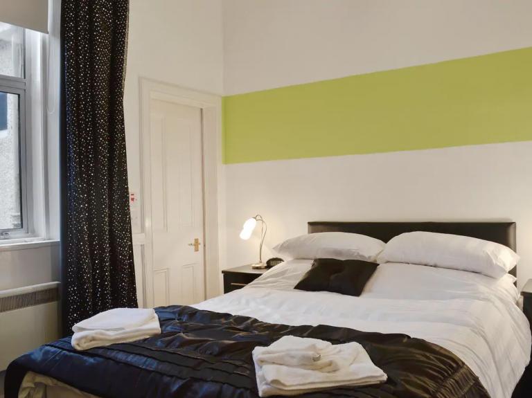Seal View Airbnb Millport